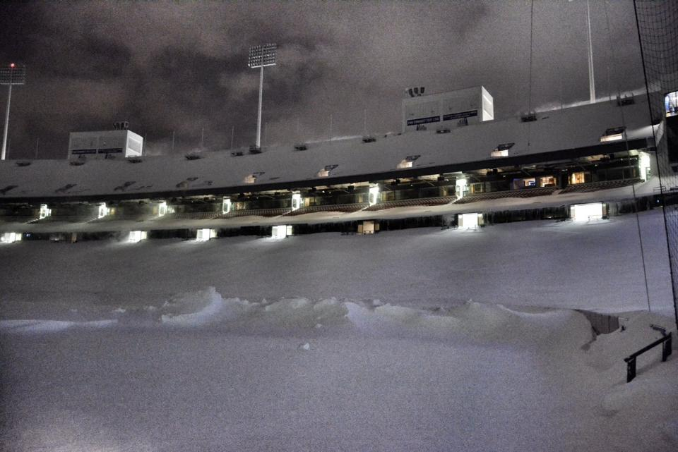 unprecedented buffalo snow moves nfl game  means free tickets